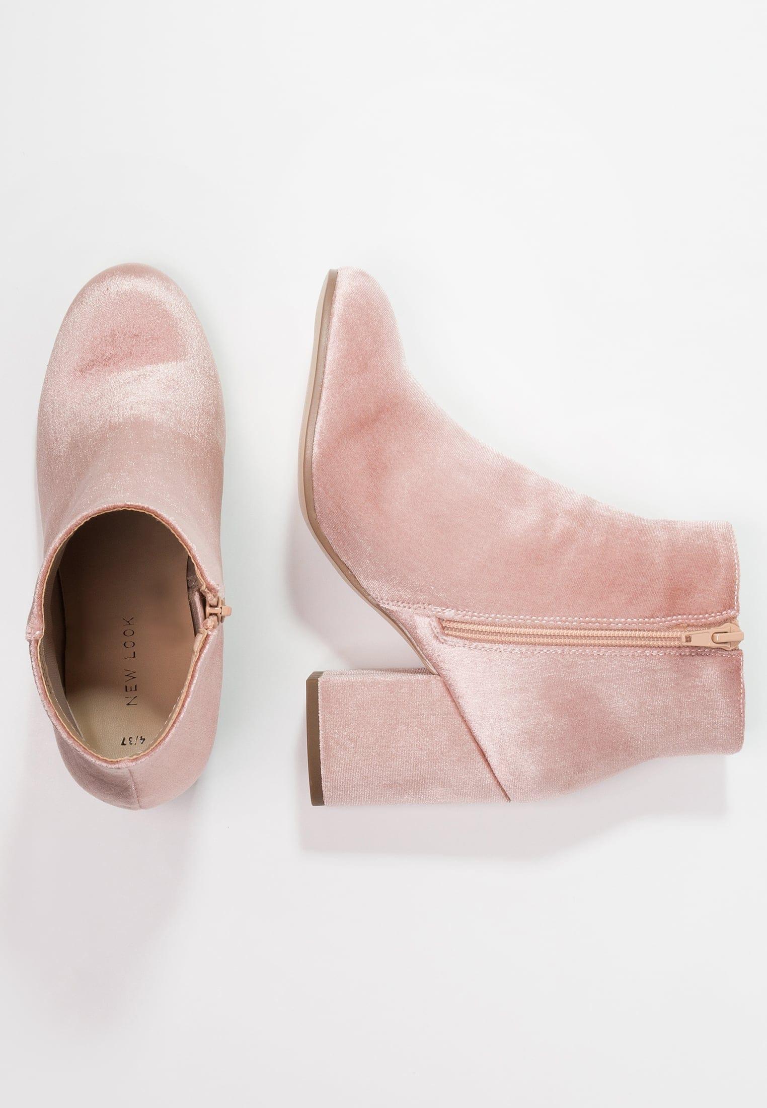 boots rose a talons