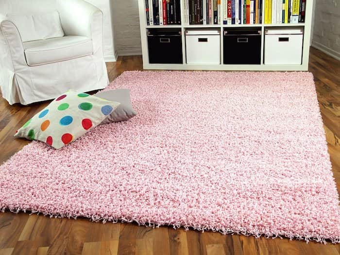 tapis de salon rose poils longs